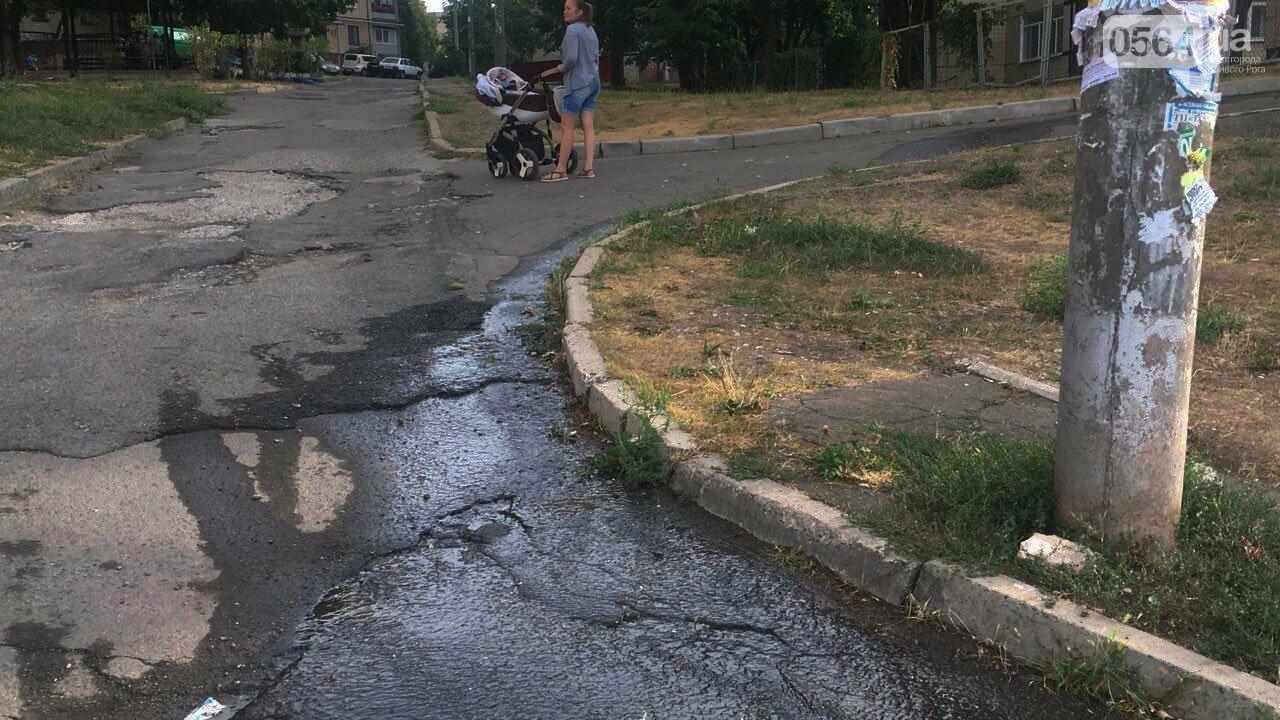 В Кривом Роге несколько дней заливает питьевой водой целый микрорайон, - ФОТО, ВИДЕО , фото-15