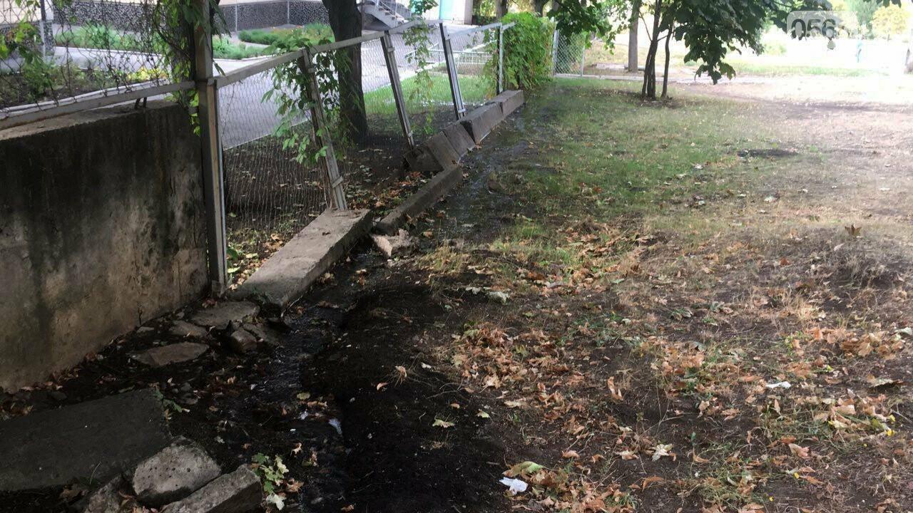 В Кривом Роге несколько дней заливает питьевой водой целый микрорайон, - ФОТО, ВИДЕО , фото-25
