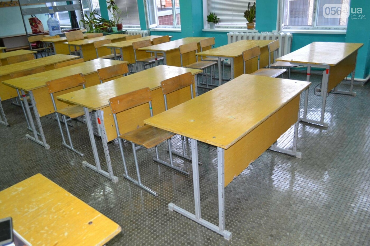 В школе Кривого Рога ремонтируют пол 5-копеечными монетами, - ФОТО, фото-5