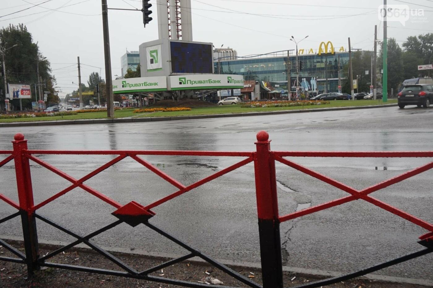 Центр Кривого Рога раскрашивают в красно-черный и сине-желтый цвета, - ФОТО , фото-13