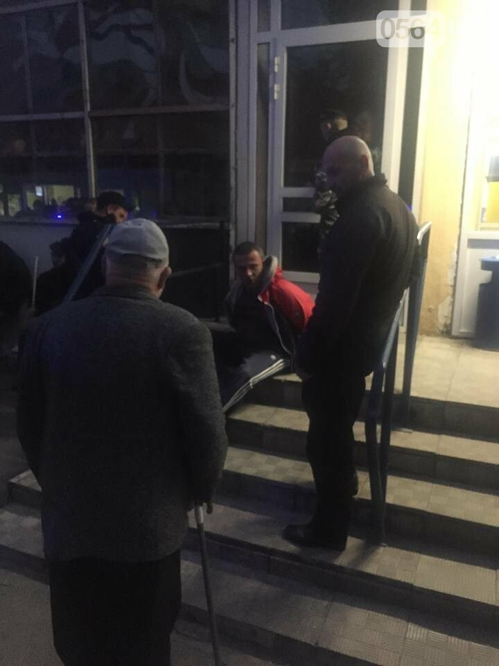 В Кривом Роге задержали мужчину, ранившего ножом охранника, - ФОТО , фото-2