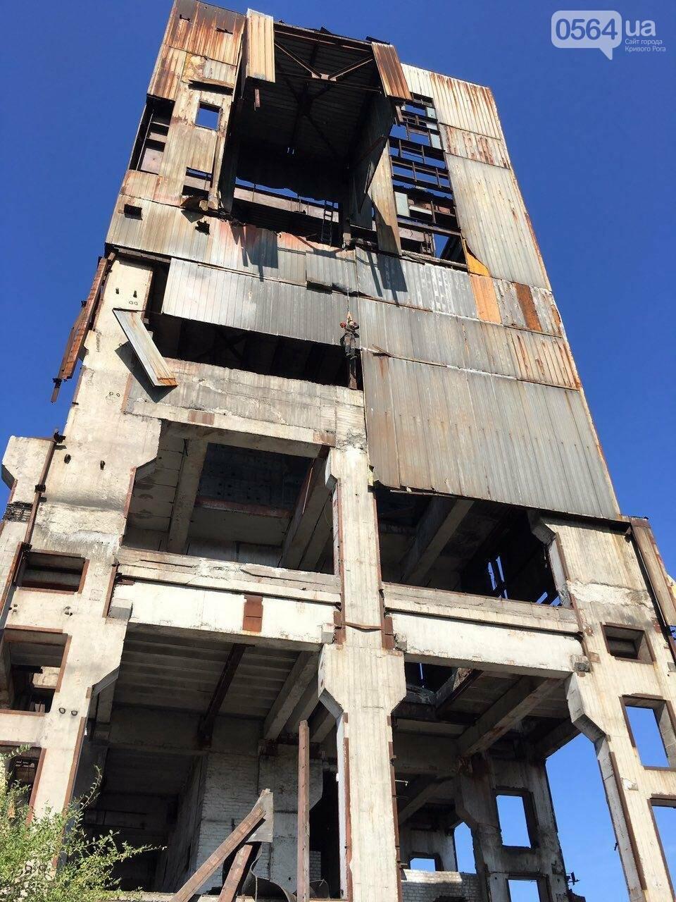 В Кривом Роге на заброшенном здании обнаружили труп мужчины, - ФОТО, ВИДЕО 18+, фото-1