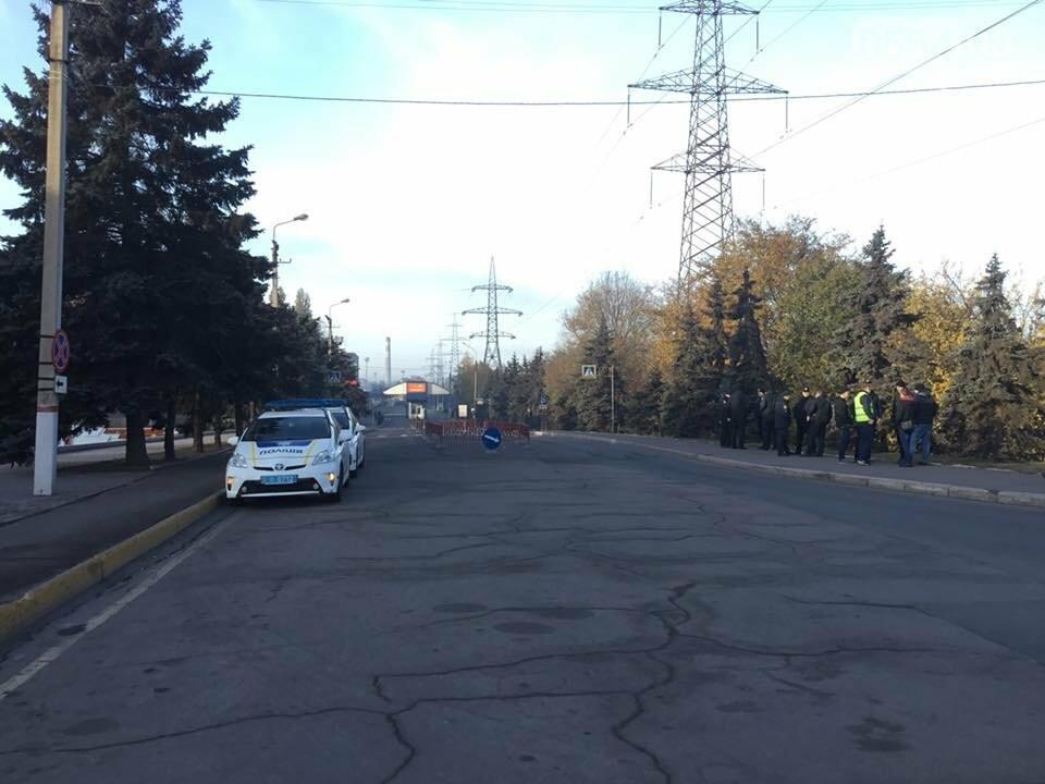 """Митинг не получился: Профсоюзные активисты провели собрание возле проходной """"АрселорМиттал Кривой Рог"""", - ФОТО, ВИДЕО, фото-3"""