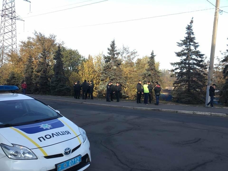 """Митинг не получился: Профсоюзные активисты провели собрание возле проходной """"АрселорМиттал Кривой Рог"""", - ФОТО, ВИДЕО, фото-5"""