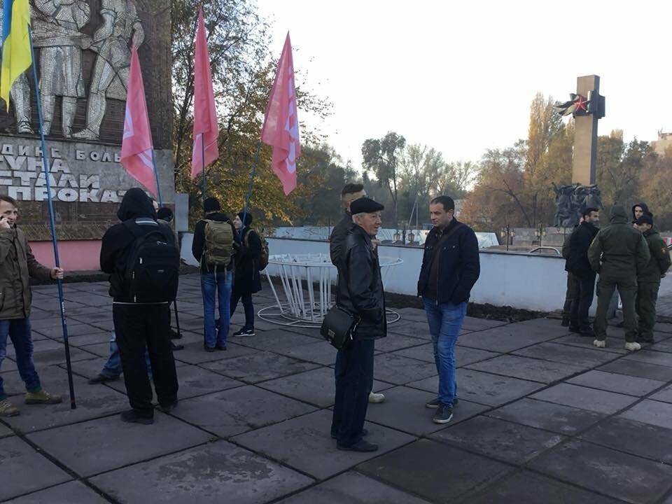 """Митинг не получился: Профсоюзные активисты провели собрание возле проходной """"АрселорМиттал Кривой Рог"""", - ФОТО, ВИДЕО, фото-7"""