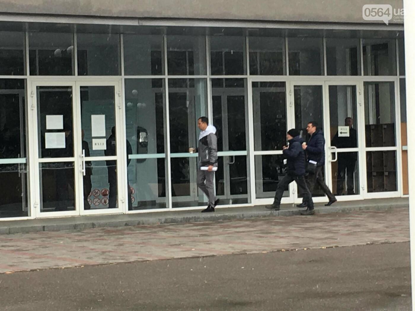 Одноминутная сессия: большинство депутатов криворожского горсовета не пришли, - ФОТО, ВИДЕО, фото-1