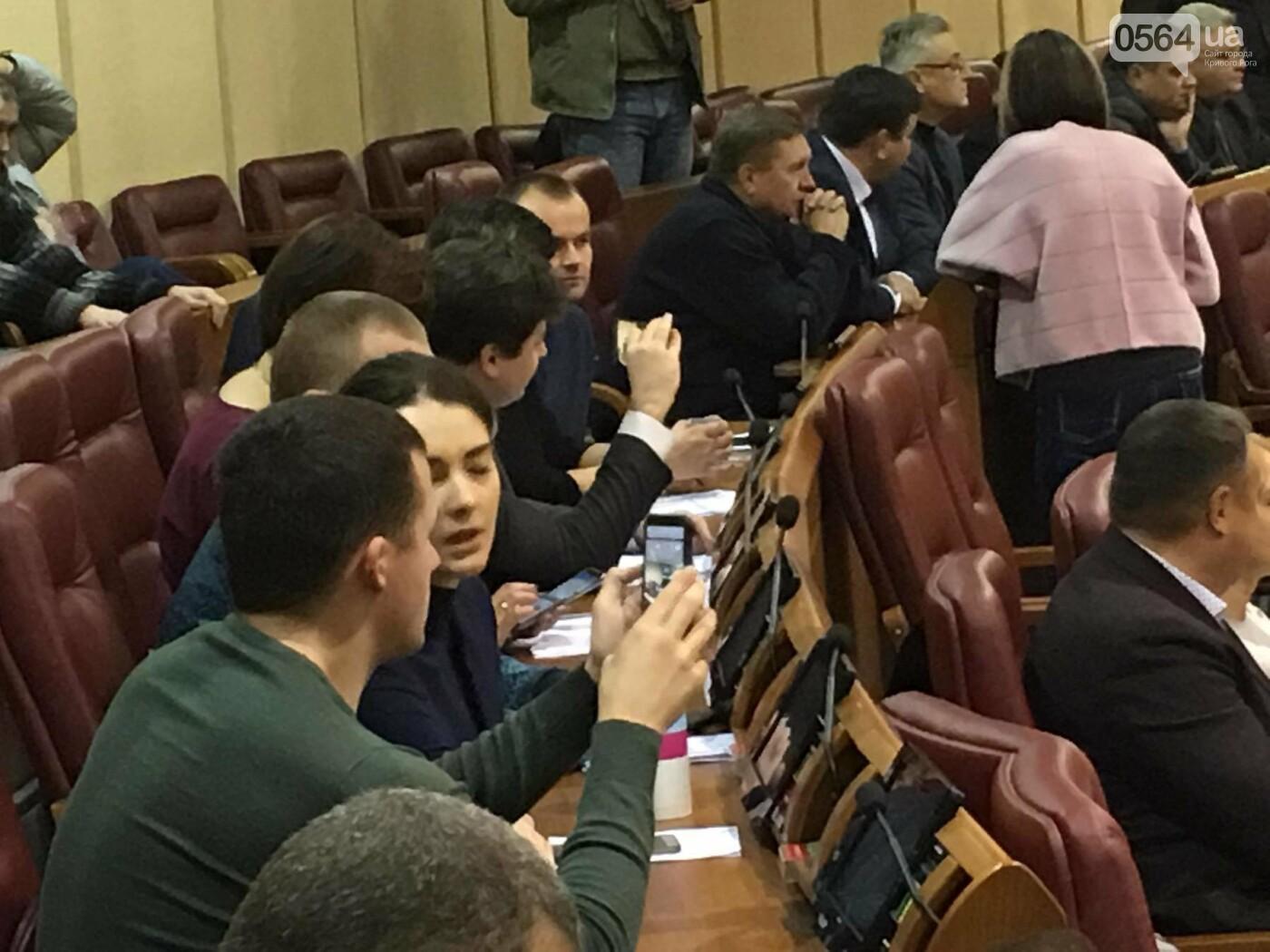 Одноминутная сессия: большинство депутатов криворожского горсовета не пришли, - ФОТО, ВИДЕО, фото-5