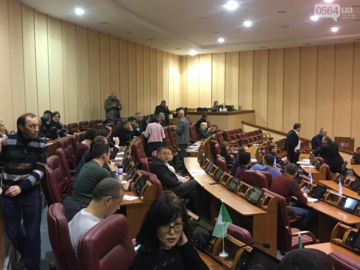 Одноминутная сессия: большинство депутатов криворожского горсовета не пришли, - ФОТО, ВИДЕО, фото-7