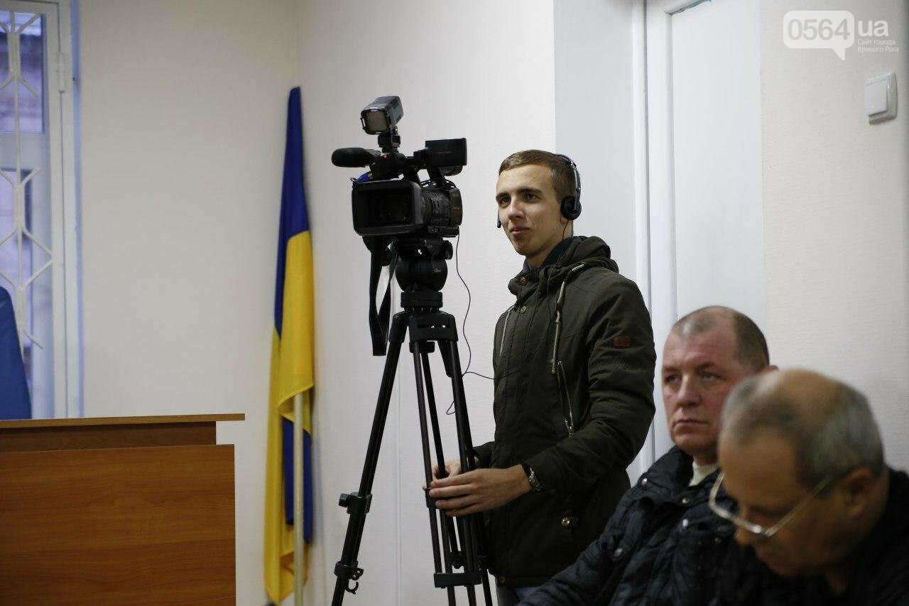В Кривом Роге допросили последнего свидетеля в деле экс-охранника, ударившего журналиста и оскорбившего украинцев, - ФОТО , фото-7