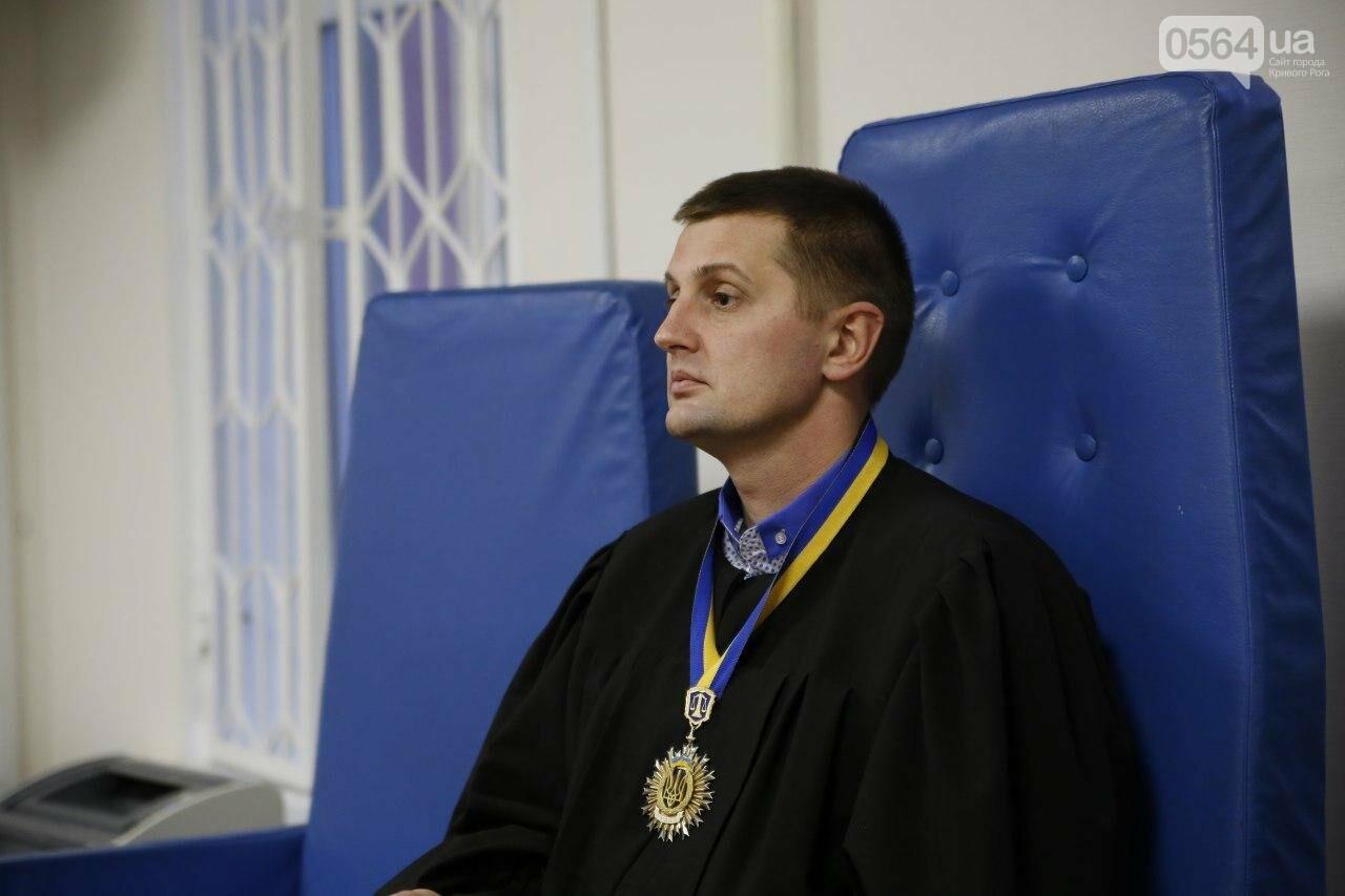 В Кривом Роге допросили последнего свидетеля в деле экс-охранника, ударившего журналиста и оскорбившего украинцев, - ФОТО , фото-9