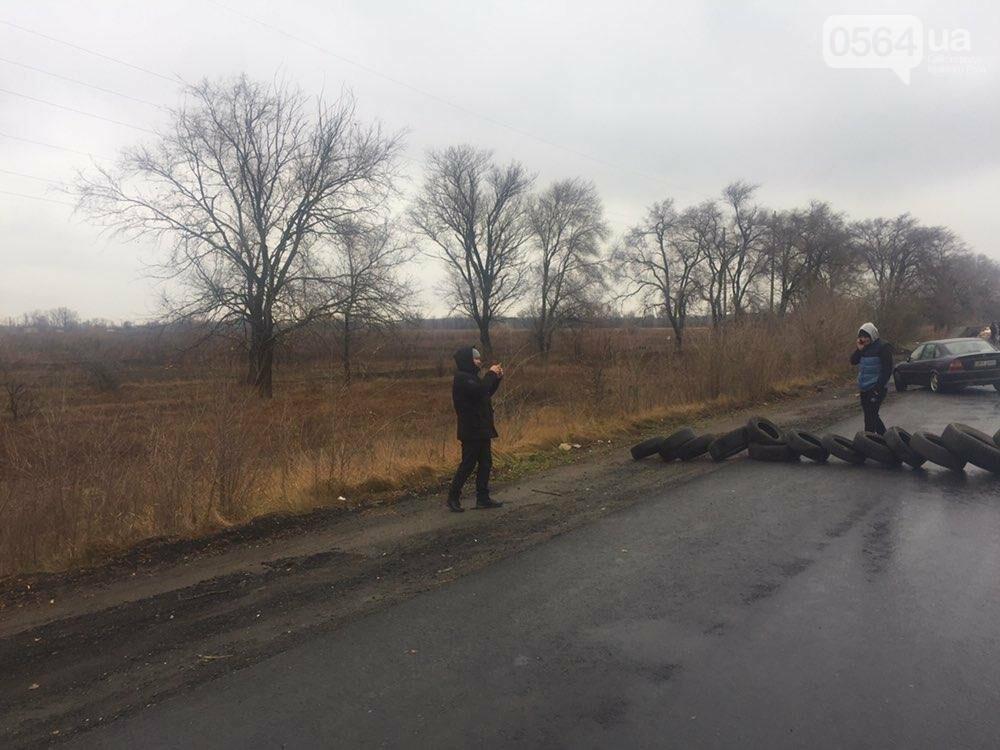 """Криворожские владельцы """"евроблях"""" перекрыли дорогу в Днепр, но оставили пока одну полосу движения, - ФОТО , фото-3"""