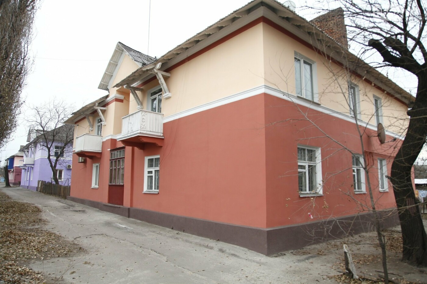 Южный ГОК отреставрировал фасады домов в поселке Матреновка, фото-2