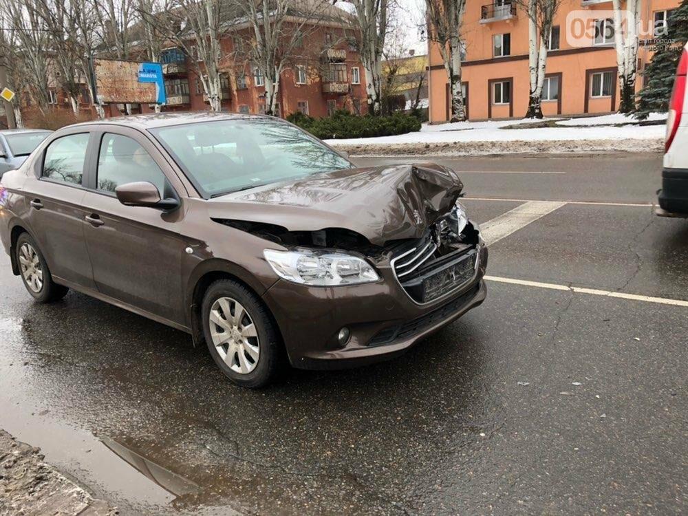 В Кривом Роге столкнулись ГАЗель и Peugeot, - ФОТО, фото-1