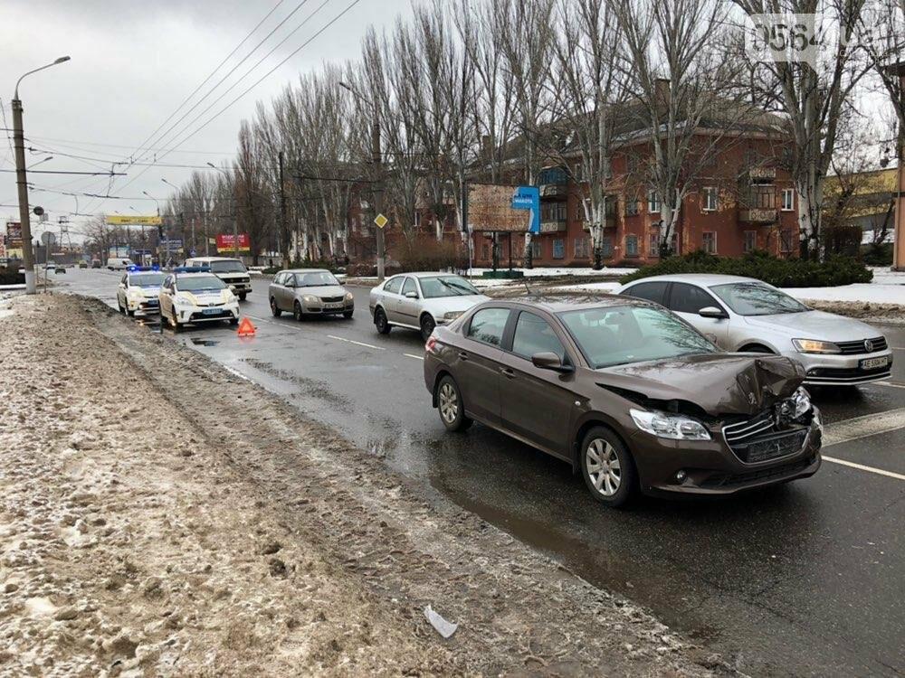 В Кривом Роге столкнулись ГАЗель и Peugeot, - ФОТО, фото-4