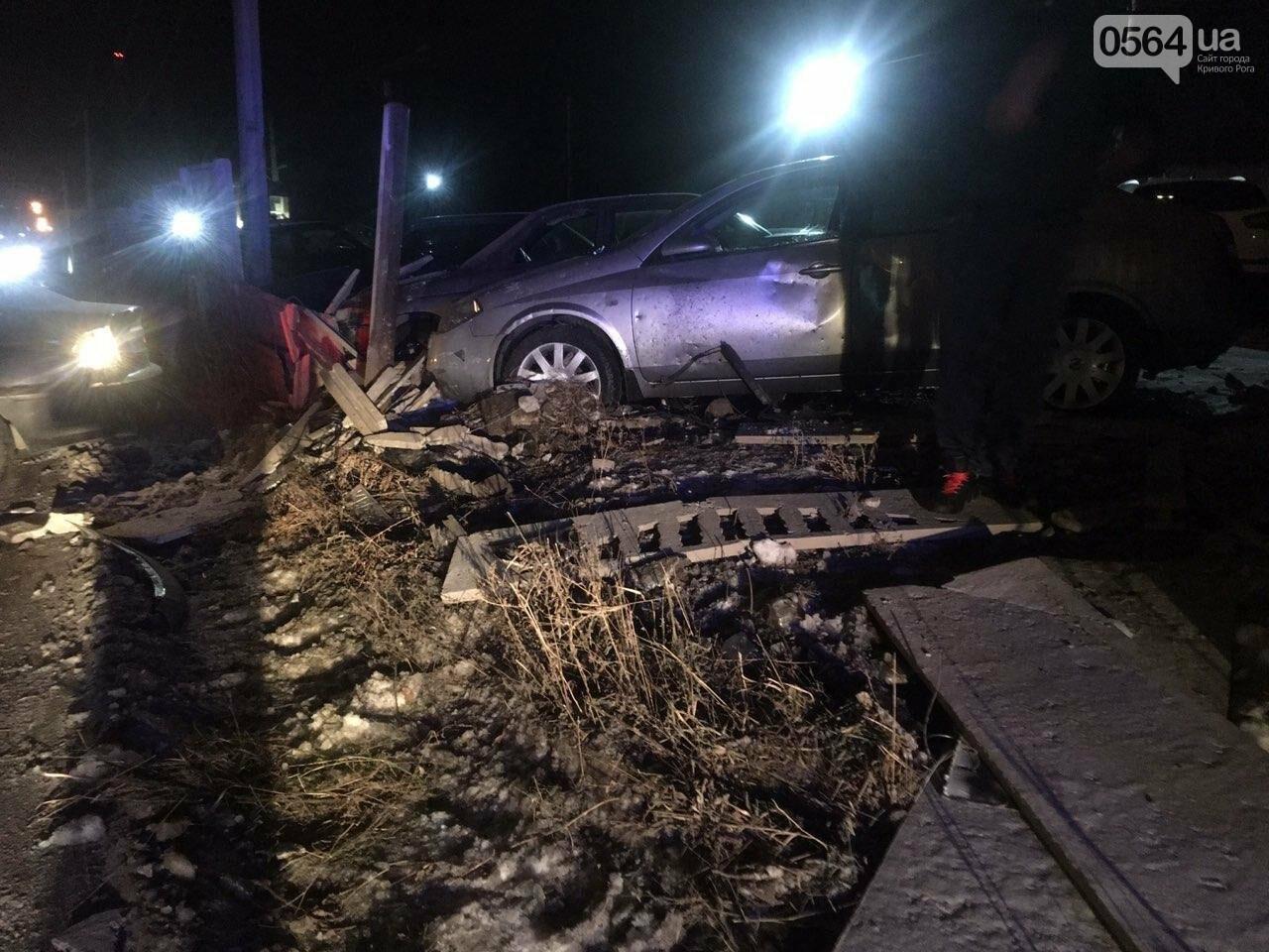 """В Кривом Роге """"BMW"""" снес забор стоянки: повреждено около 10 машин, есть пострадавший, - ФОТО , фото-6"""
