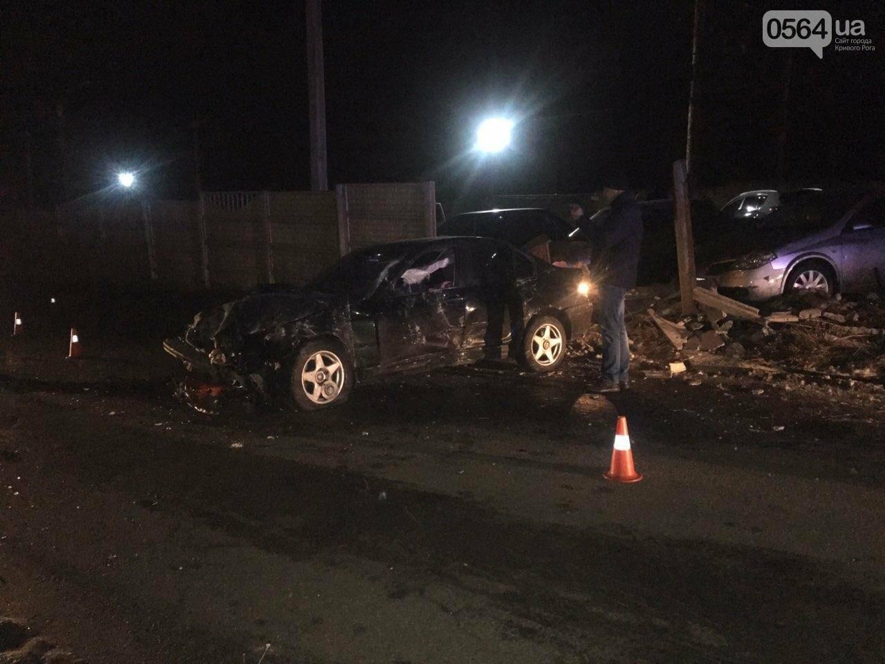 """В Кривом Роге """"BMW"""" снес забор стоянки: повреждено около 10 машин, есть пострадавший, - ФОТО , фото-14"""