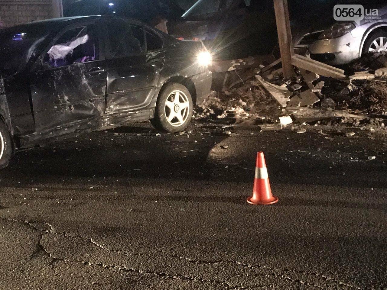 """В Кривом Роге """"BMW"""" снес забор стоянки: повреждено около 10 машин, есть пострадавший, - ФОТО , фото-8"""