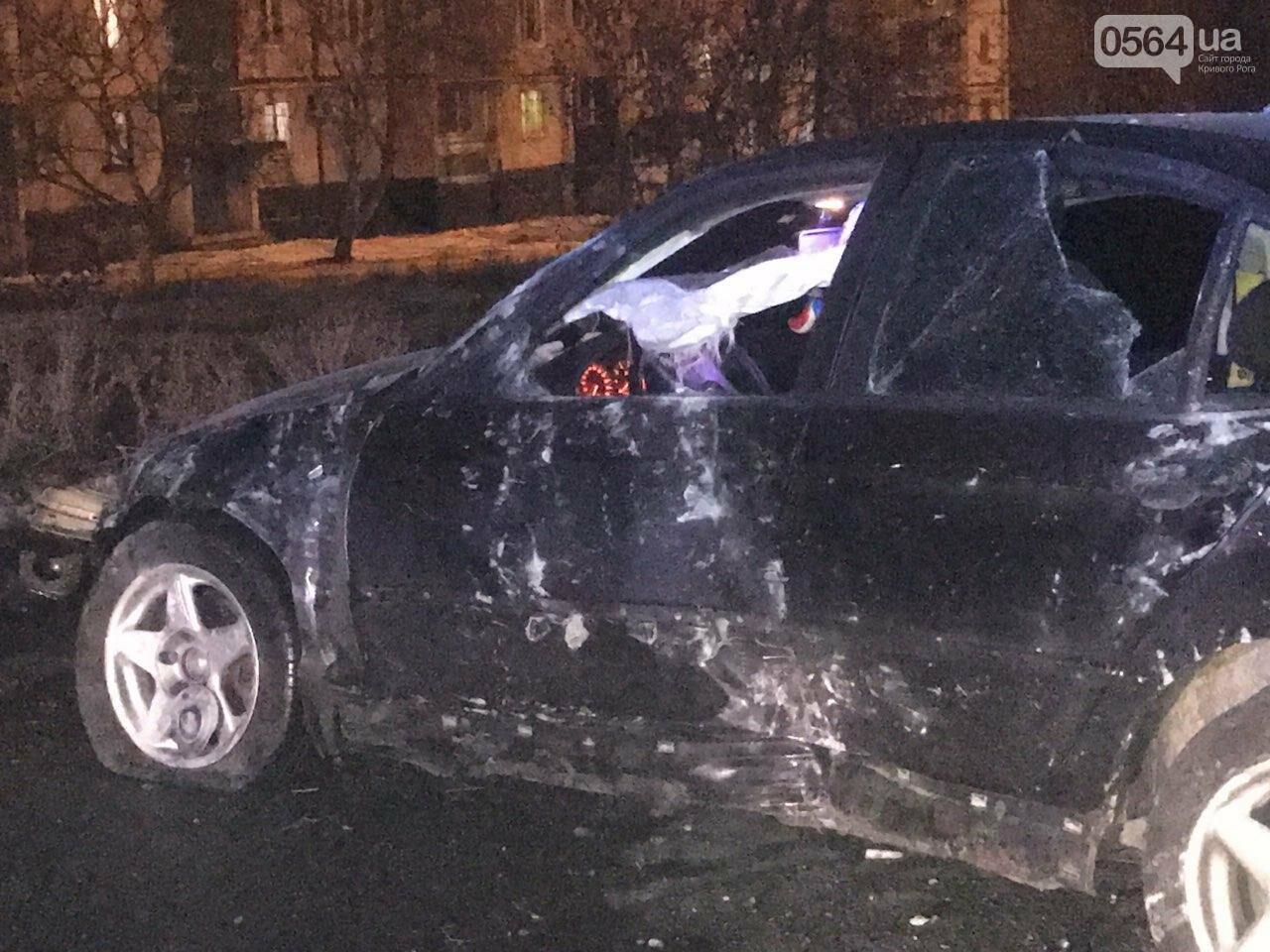 """В Кривом Роге """"BMW"""" снес забор стоянки: повреждено около 10 машин, есть пострадавший, - ФОТО , фото-11"""