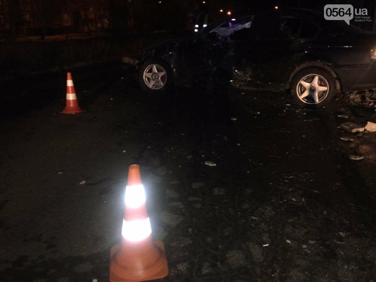 """В Кривом Роге """"BMW"""" снес забор стоянки: повреждено около 10 машин, есть пострадавший, - ФОТО , фото-26"""