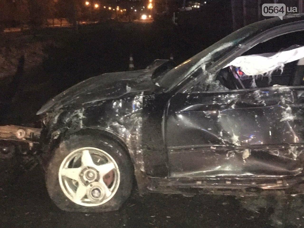 """В Кривом Роге """"BMW"""" снес забор стоянки: повреждено около 10 машин, есть пострадавший, - ФОТО , фото-20"""