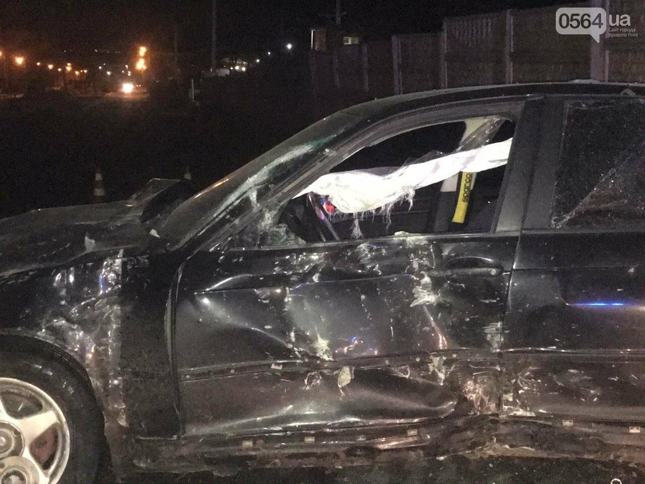 """В Кривом Роге """"BMW"""" снес забор стоянки: повреждено около 10 машин, есть пострадавший, - ФОТО , фото-21"""