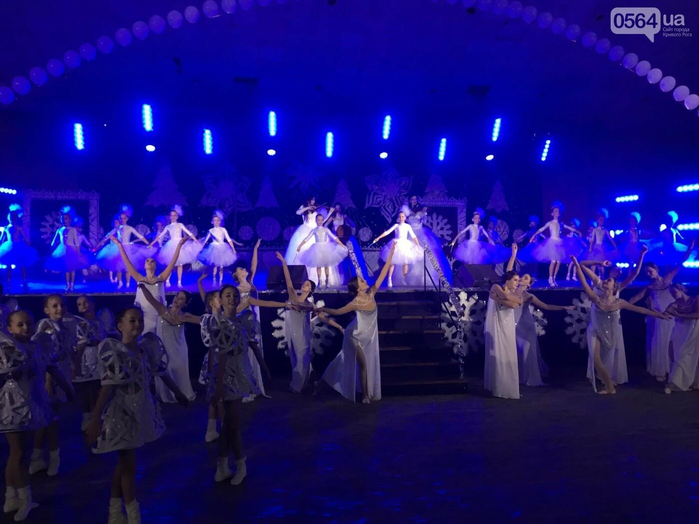 """В Кривом Роге на """"Главной елке"""" поздравили более 1,5 тысячи юных криворожан, - ФОТО, ВИДЕО, фото-9"""