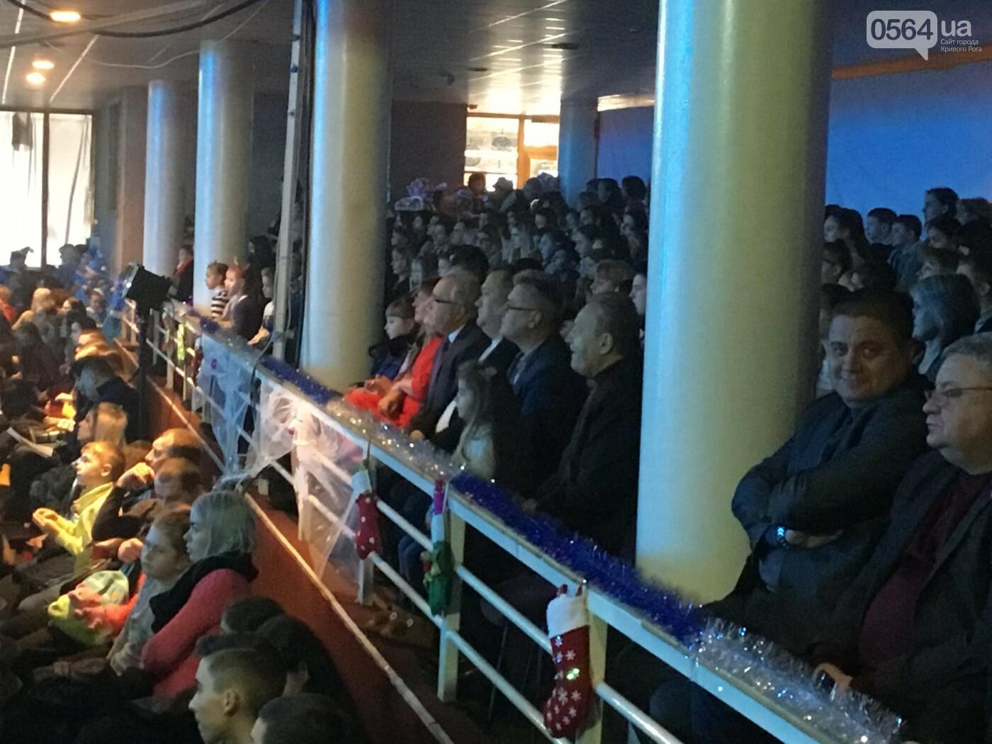 """В Кривом Роге на """"Главной елке"""" поздравили более 1,5 тысячи юных криворожан, - ФОТО, ВИДЕО, фото-10"""