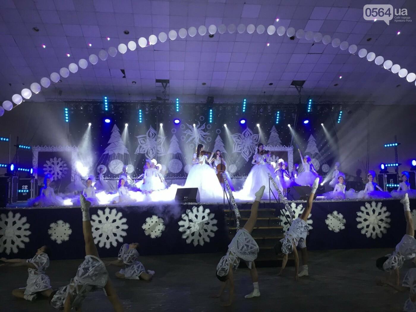 """В Кривом Роге на """"Главной елке"""" поздравили более 1,5 тысячи юных криворожан, - ФОТО, ВИДЕО, фото-14"""