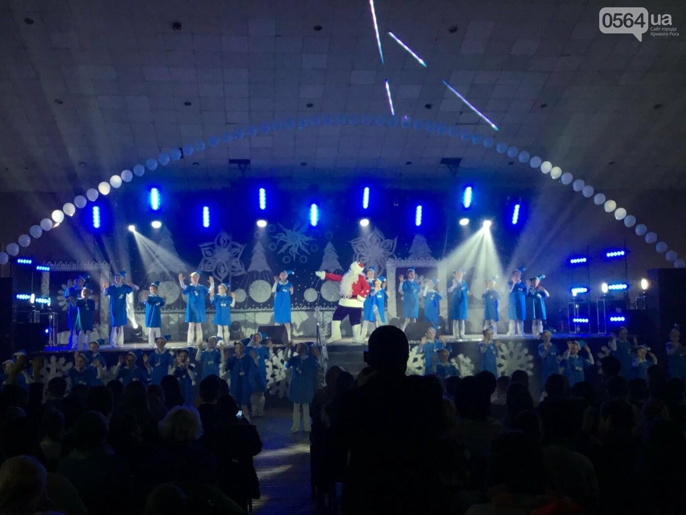 """В Кривом Роге на """"Главной елке"""" поздравили более 1,5 тысячи юных криворожан, - ФОТО, ВИДЕО, фото-11"""