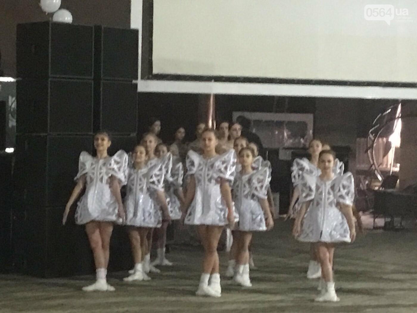 """В Кривом Роге на """"Главной елке"""" поздравили более 1,5 тысячи юных криворожан, - ФОТО, ВИДЕО, фото-7"""