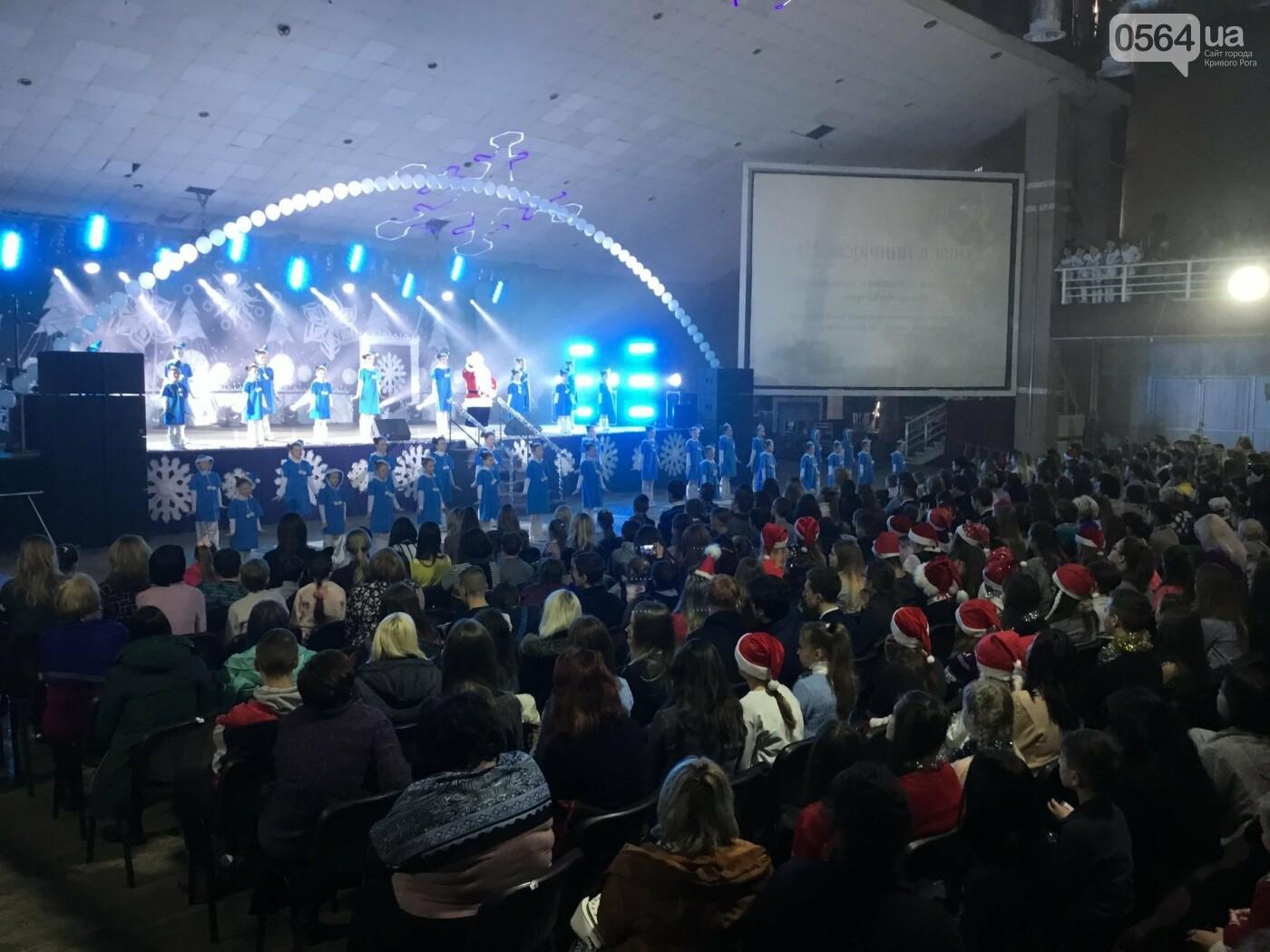 """В Кривом Роге на """"Главной елке"""" поздравили более 1,5 тысячи юных криворожан, - ФОТО, ВИДЕО, фото-16"""