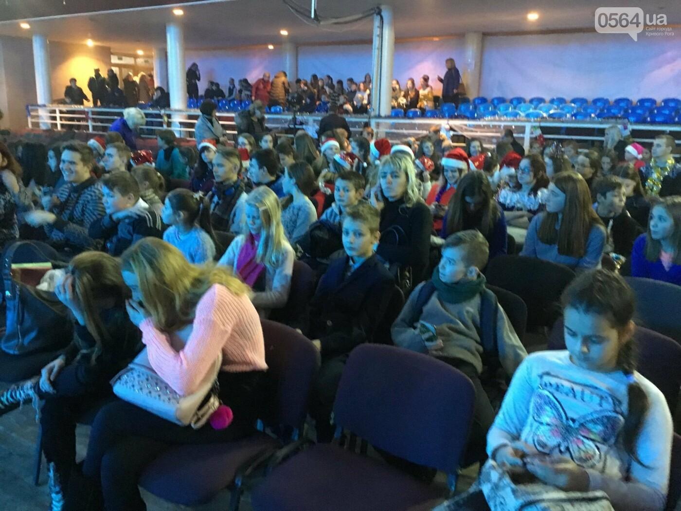 """В Кривом Роге на """"Главной елке"""" поздравили более 1,5 тысячи юных криворожан, - ФОТО, ВИДЕО, фото-19"""