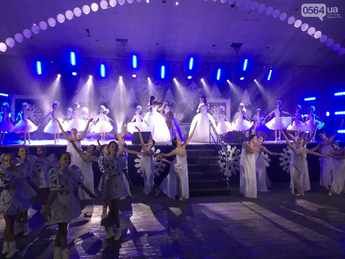 """В Кривом Роге на """"Главной елке"""" поздравили более 1,5 тысячи юных криворожан, - ФОТО, ВИДЕО, фото-17"""