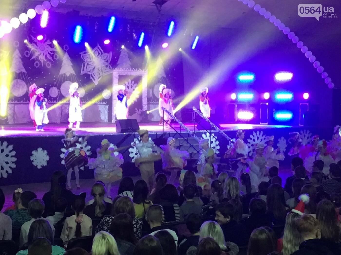 """В Кривом Роге на """"Главной елке"""" поздравили более 1,5 тысячи юных криворожан, - ФОТО, ВИДЕО, фото-13"""