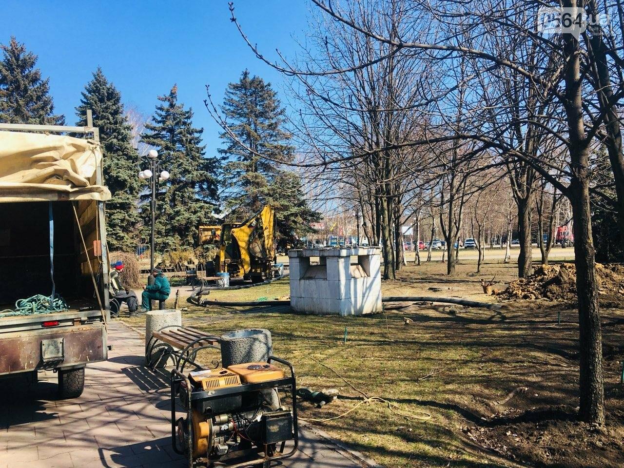 В сквере под Криворожским горисполкомом начались ремонтные работы, - ФОТО , фото-23