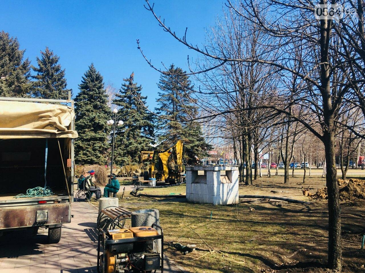 В сквере под Криворожским горисполкомом начались ремонтные работы, - ФОТО , фото-16