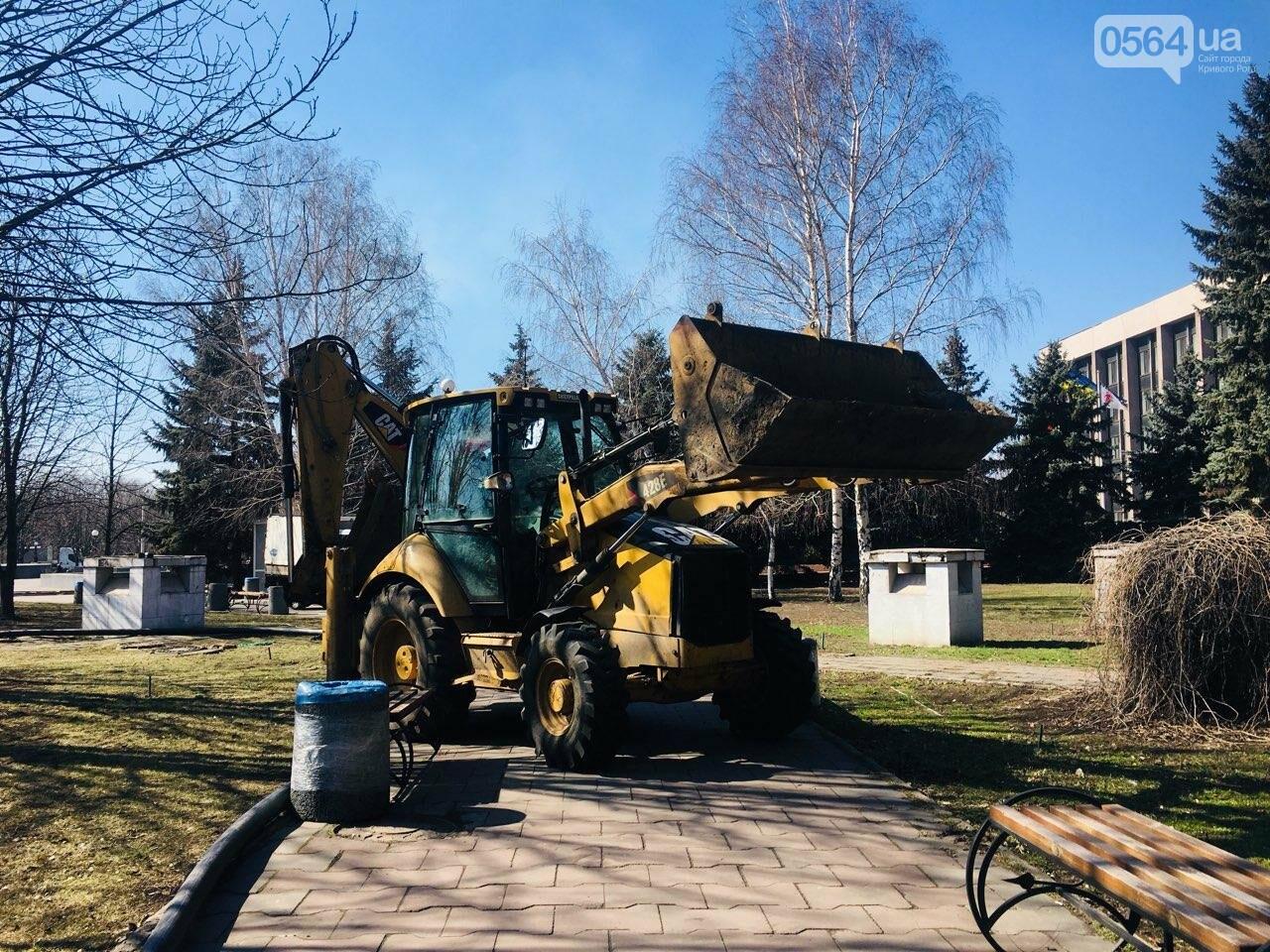 В сквере под Криворожским горисполкомом начались ремонтные работы, - ФОТО , фото-14
