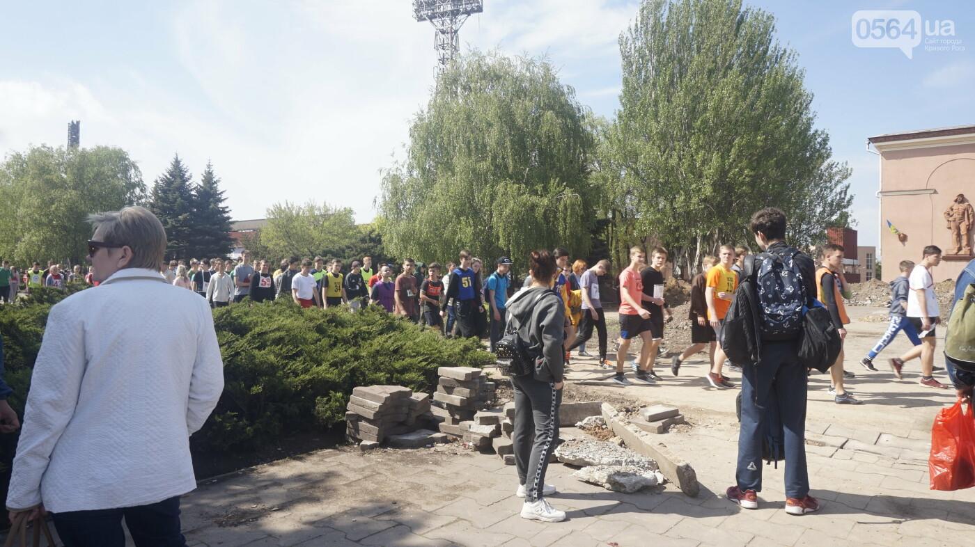 Тысячи криворожан приняли участие в традиционной эстафете, начавшейся с неожиданного старта, - ФОТО, ВИДЕО , фото-1