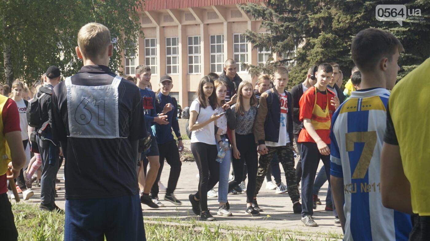 Тысячи криворожан приняли участие в традиционной эстафете, начавшейся с неожиданного старта, - ФОТО, ВИДЕО , фото-6