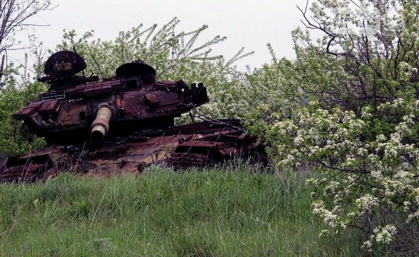 Военные под обстрелами ухаживают за мемориалом погибшим танкистам-криворожанам, - ФОТО, фото-2