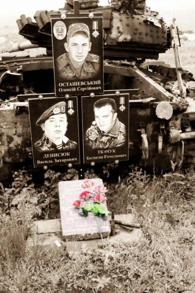 Военные под обстрелами ухаживают за мемориалом погибшим танкистам-криворожанам, - ФОТО, фото-3