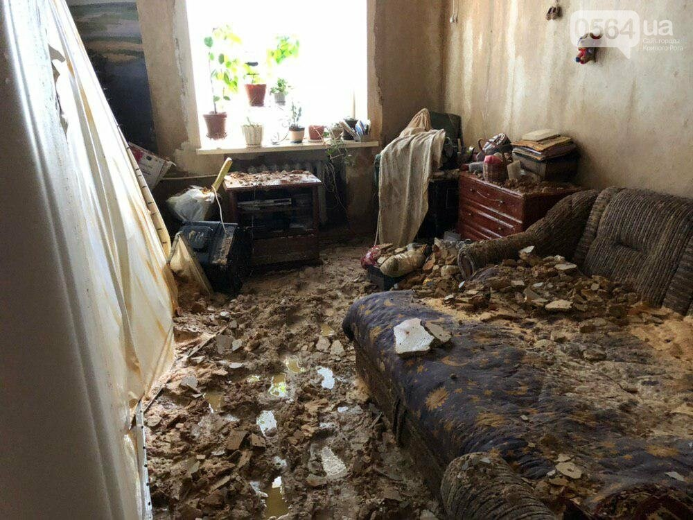 Из-за порыва трубы отопления в Криворожской многоэтажке рухнул потолок, - ФОТО, фото-1