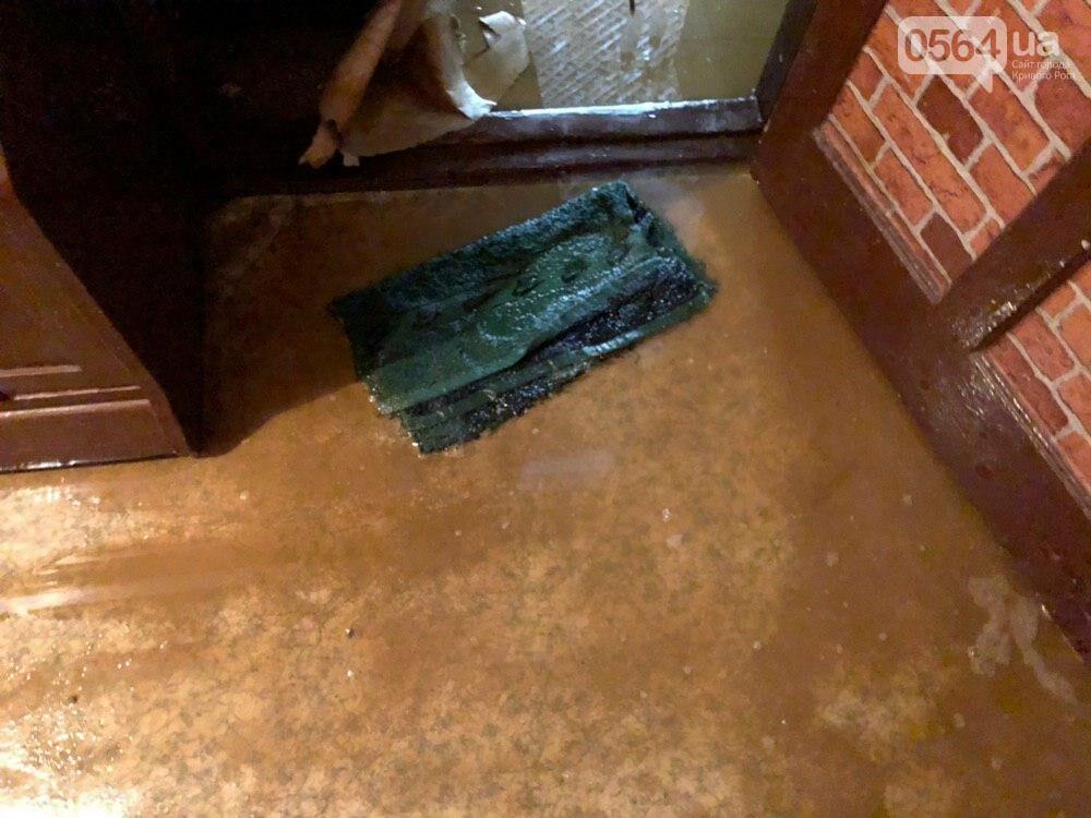 Из-за порыва трубы отопления в Криворожской многоэтажке рухнул потолок, - ФОТО, фото-5