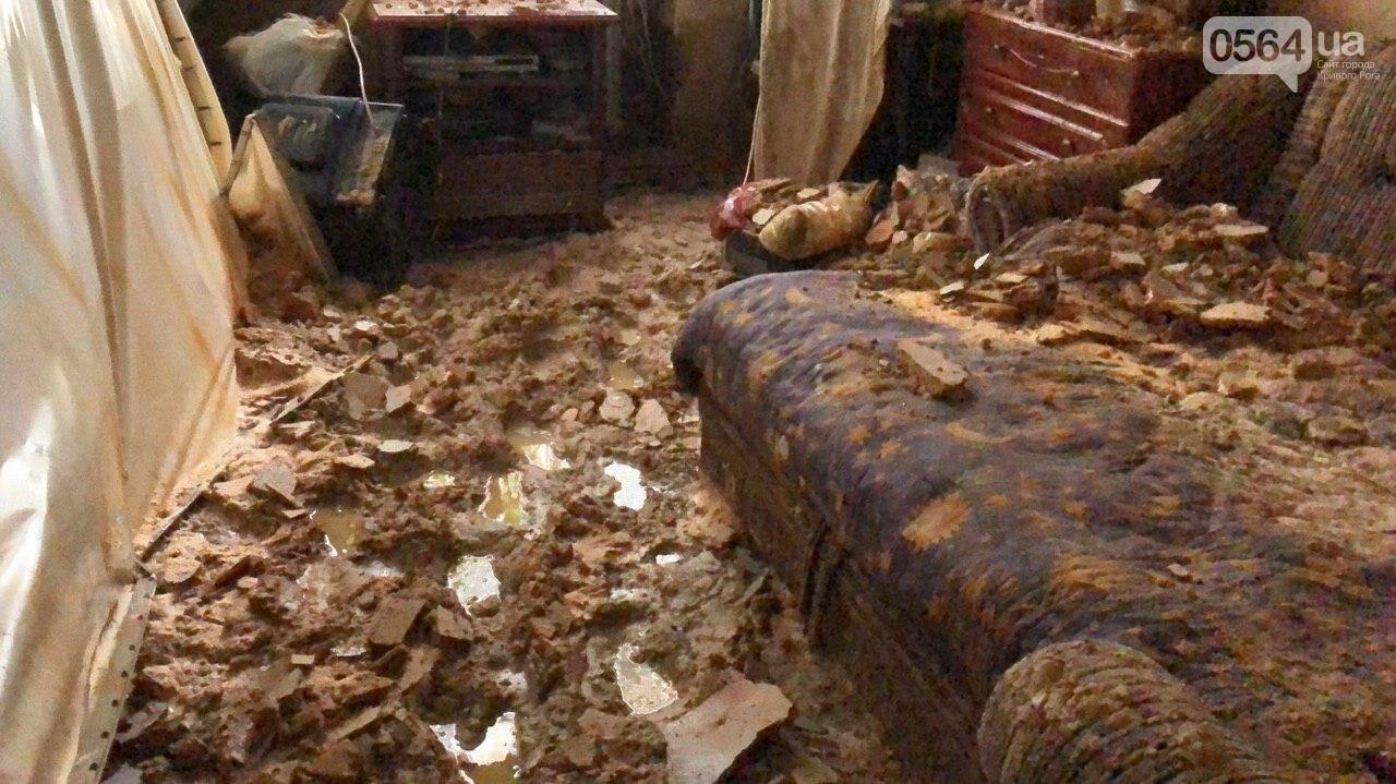 Из-за порыва трубы отопления в Криворожской многоэтажке рухнул потолок, - ФОТО, фото-8
