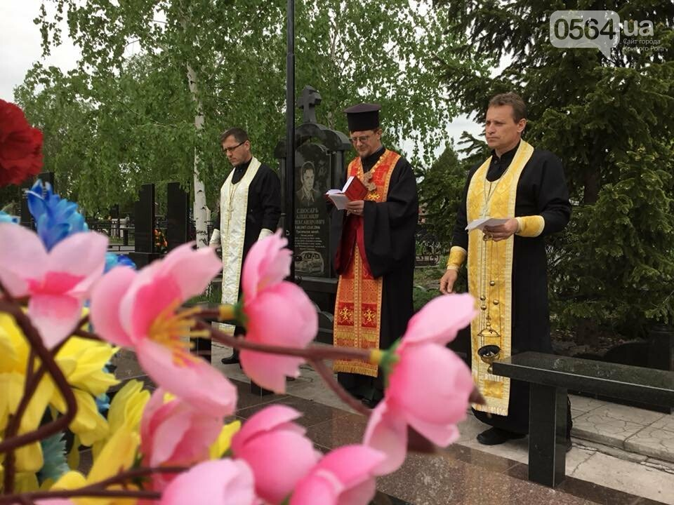 """""""Души их будут пребывать в блаженстве..."""", - в Кривом Роге священники ПЦУ провели панихиды на могилах воинов, погибших за Украину, - ФОТО,..., фото-4"""