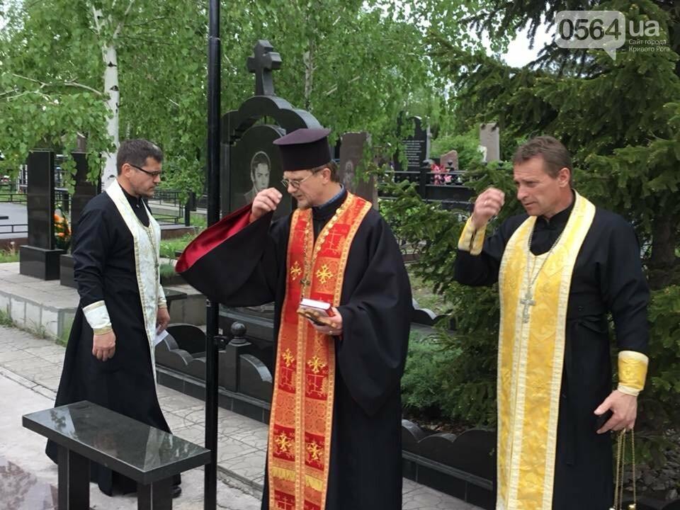 """""""Души их будут пребывать в блаженстве..."""", - в Кривом Роге священники ПЦУ провели панихиды на могилах воинов, погибших за Украину, - ФОТО,..., фото-19"""