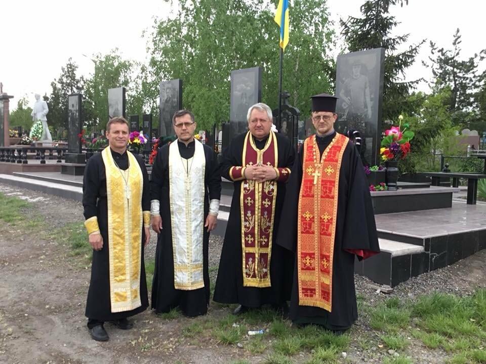 """""""Души их будут пребывать в блаженстве..."""", - в Кривом Роге священники ПЦУ провели панихиды на могилах воинов, погибших за Украину, - ФОТО,..., фото-15"""