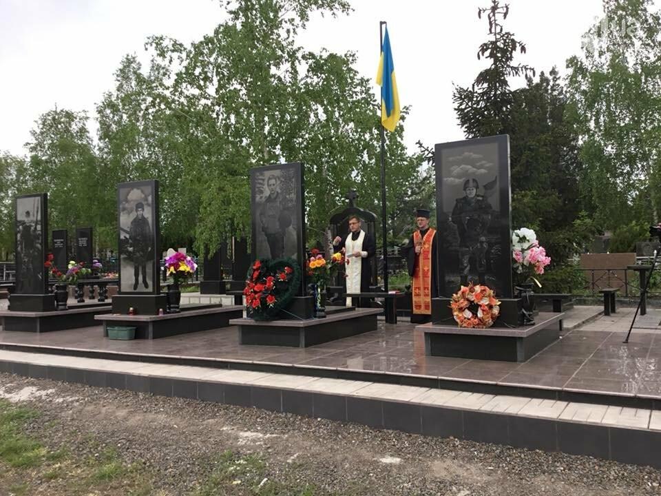 """""""Души их будут пребывать в блаженстве..."""", - в Кривом Роге священники ПЦУ провели панихиды на могилах воинов, погибших за Украину, - ФОТО,..., фото-7"""