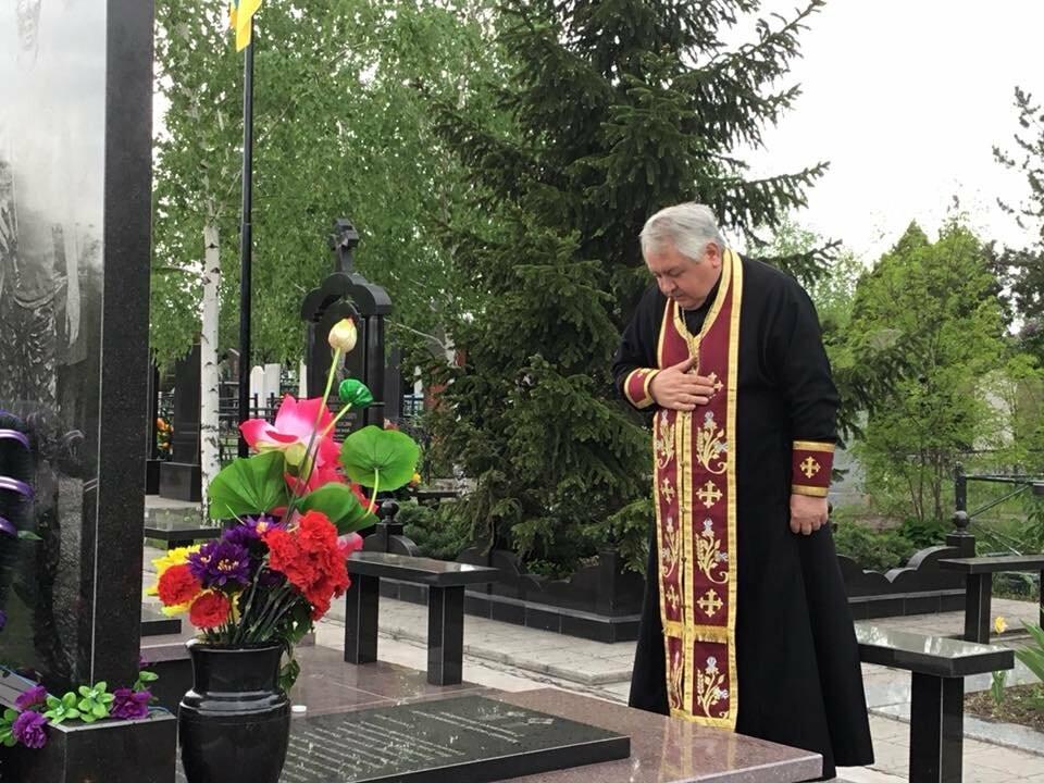 """""""Души их будут пребывать в блаженстве..."""", - в Кривом Роге священники ПЦУ провели панихиды на могилах воинов, погибших за Украину, - ФОТО,..., фото-9"""