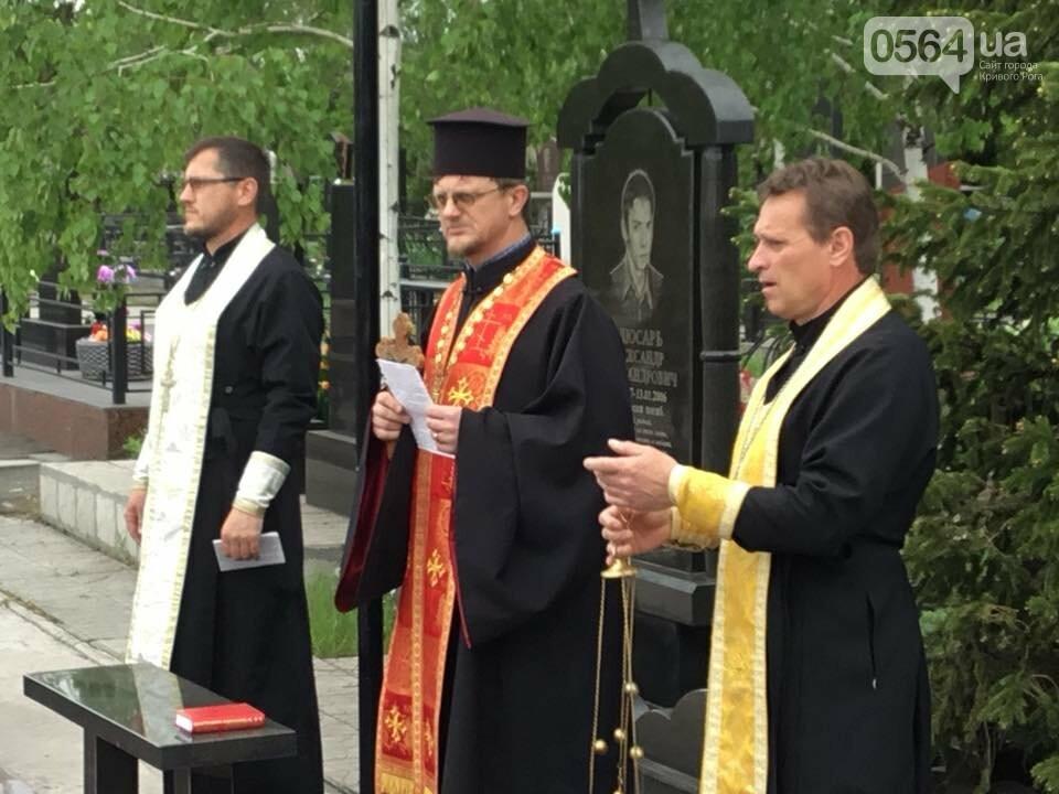 """""""Души их будут пребывать в блаженстве..."""", - в Кривом Роге священники ПЦУ провели панихиды на могилах воинов, погибших за Украину, - ФОТО,..., фото-8"""